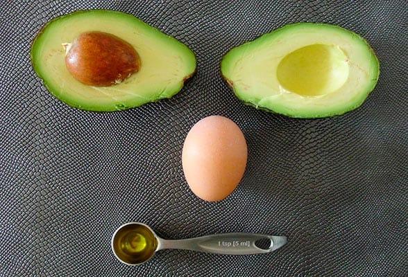 Маска для волос из авокадо и желтка